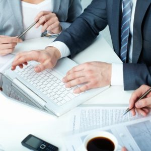 workers-considering-the-term-of-the-agreement_1098-1517